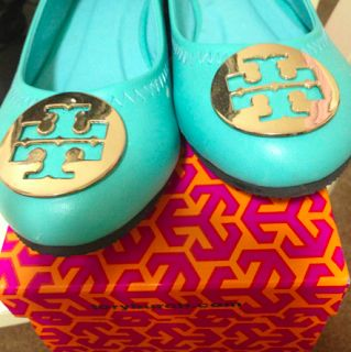 tiffany blue tory burch flats.... Love this for island color