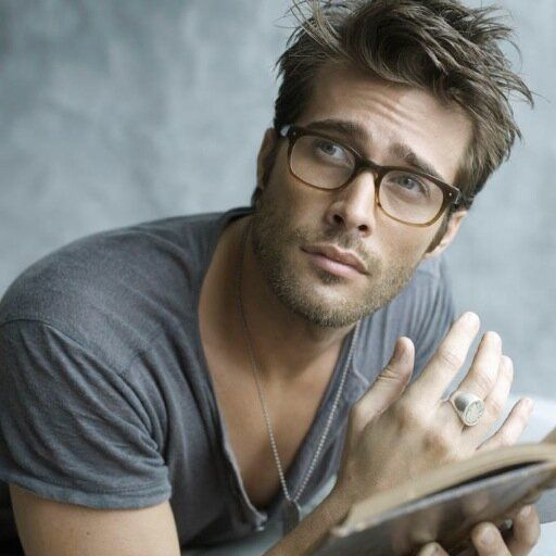 I can't resist cute guys wearing glasses... Rodrigo Guirao Diaz