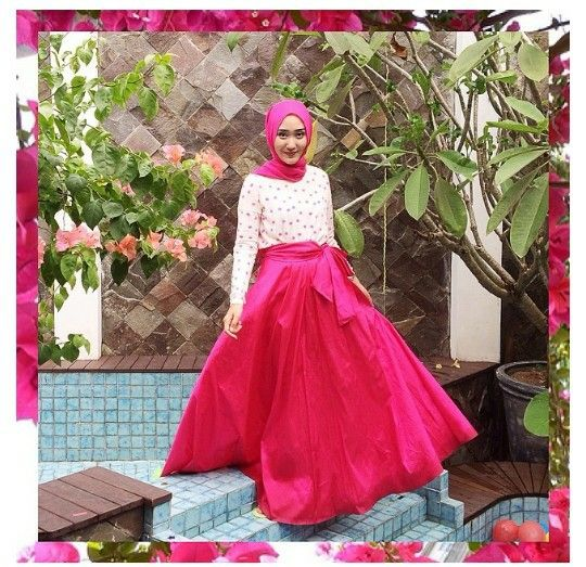 DIAN PELANGI WITH SAVANA SKIRT