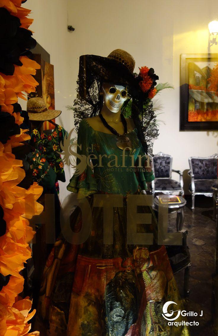 Catrina, en aparador de Hotel, Querétaro, Méx