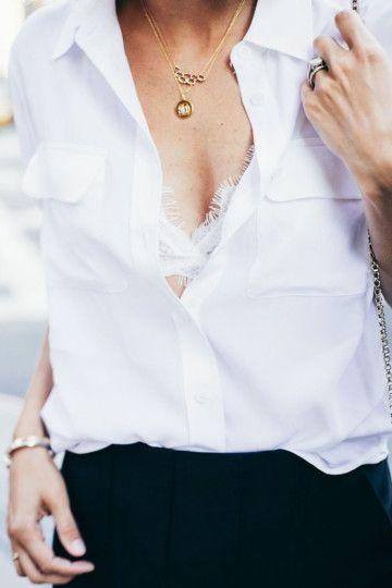 http://www.pensorosa.it/trends/trend-moda-donna-reggiseno-in-pizzo-a-vista.html camicia-bianca-reggiseno-pizzo-bianco-bijoux-oro