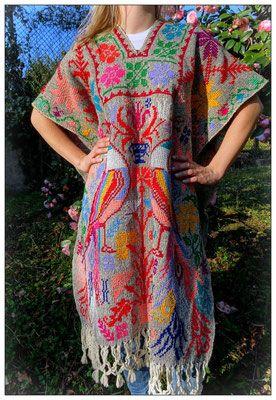 Poncho Mexicain Brodé Point de Croix - Carlita Vintage Shop - Boutique en ligne de Mode Vintage, Vêtements ,Accessoires et Brocantes