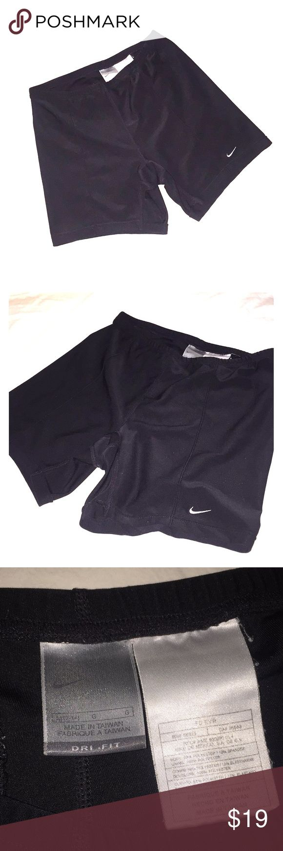 ⚠️Nike compression shorts*•DONATING SOON•* Like new, no damage, has a back pocket, could work for females too... very nice. 🙂 *•LAST CHANCE! DONATING SOON! I'm moving x country!! Everything must go!!•* Nike Shorts