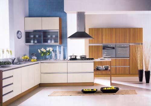 Galleria foto - Cucina ciliegio con utensili blu Foto 1