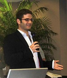 Dustin Moskovitz (* 22. Mai 1984 in Gainesville) ist Mitbegründer des sozialen Netzwerkes Facebook und hält an diesem einen Anteil von 6 Prozent.