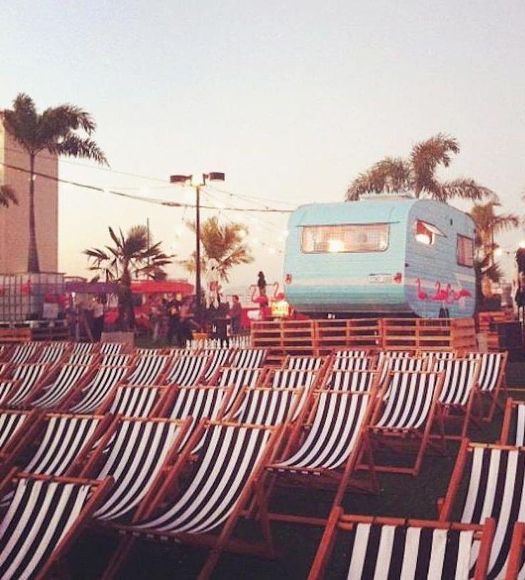LUCES Y ¡ACCIÓN!  Las míticas sillas y tumbonas de director siempre se han asociado al mundo del cine. Tanto en los rodajes como en los cines de verano. Su gran ventaja: al ser plegables son perfectas para llevar a todas partes.