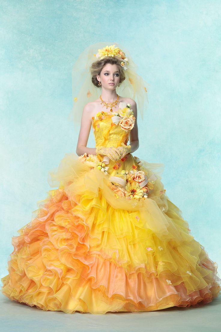 キュートに仕上げた美しいグラデーションの花ドレス。黄色のカラードレス♡花嫁衣装・ウェディングドレスの参考一覧♪