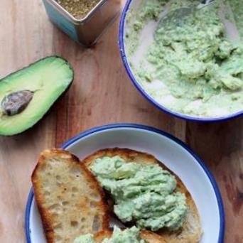 Toast met Original Spices Za'atar en avocadospread: lekker hapje voor bij het borrelen!
