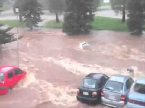 Inland Tsunami hits Toowoomba during Queensland floods - YouTube