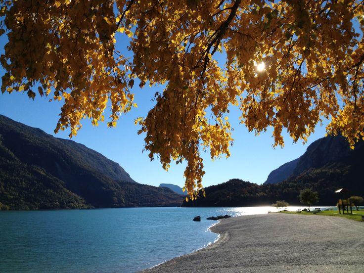 I colori dell'autunno sul Lago di Molveno