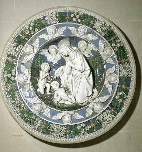 Bottega d'Andrea et Giovanni della ROBBIA vers 1500  La Vierge adorant l'Enfant en présence de saint Jean-Baptiste enfant et de deux chérubins  Terre cuite émaillée. LOUVRE