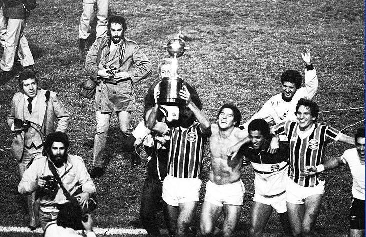 Um dos clubes mais tradicionais da América do Sul,completa 111 anos de história. Parabéns ao Grêmio. (@gremiooficial) pic.twitter.com/MHPt4On9VJ