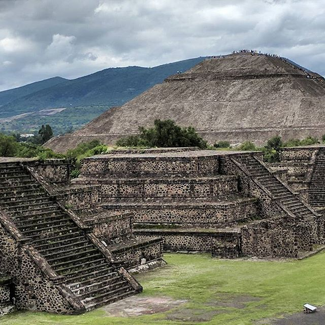 Teotihuacan!  .  .  .  #visitmexico #mexicodf #df #cuidaddemexico #foundinmexico #bella #mexico #mexicocity #travel #mx #design #architecture #pyramids #piramide #colorgram #52places #fotografo #explore #ancient #ruins #tropical #streetart #colorsplash #wanderlust #nakedplanet #traveltheworld #instatravel #cdmx #om #namaste @visitmex @mexicodf @nakedplanet @earthpix