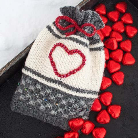 Denne gaveposen kan brukes til en søt liten oppmerksomhet enten det er til jul eller Valentines! Den er også fin som vertinnegave eller en hilsen til noen du er glad i.
