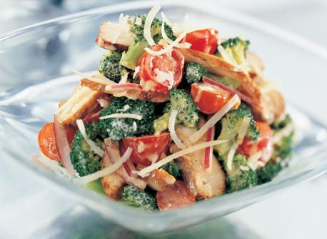 Salade de brocoli croquant au poulet et au fromage Le Calumet