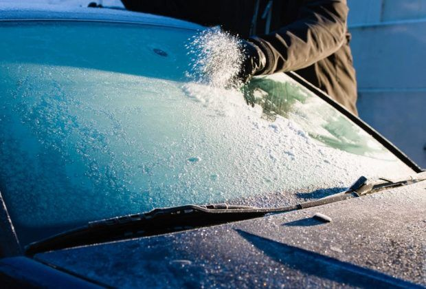 HEATED WINDSHIELD WIPER - CLEARING AWAY ICE AND CONDENSATION AWAY FROM THE WINDSHIELD