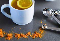 Disfruta de los beneficios de el agua tibia con limón y cúrcuma - Vida Lúcida