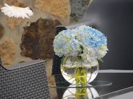 Resultado de imagen para centros de mesa con flores naturales azules