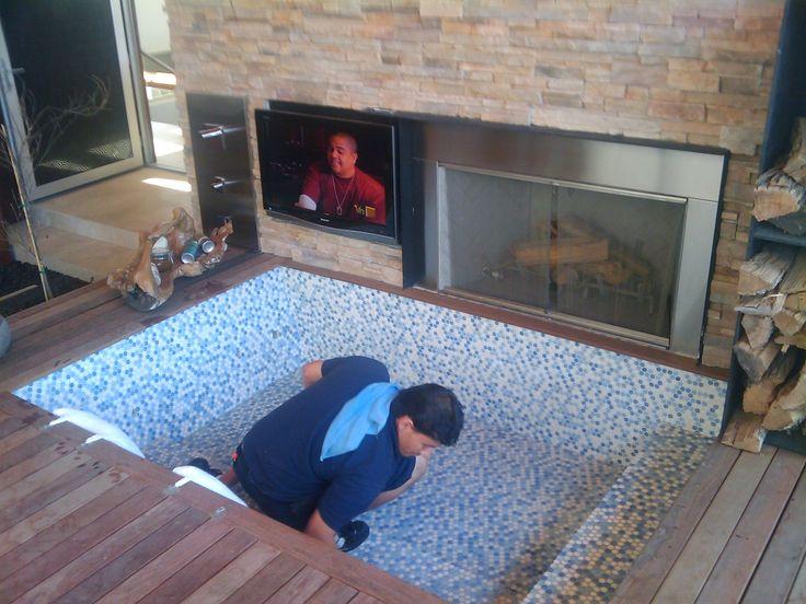 Detalle tv en jacuzzi ideas para mi casa pinterest for Jacuzzi casa moderna
