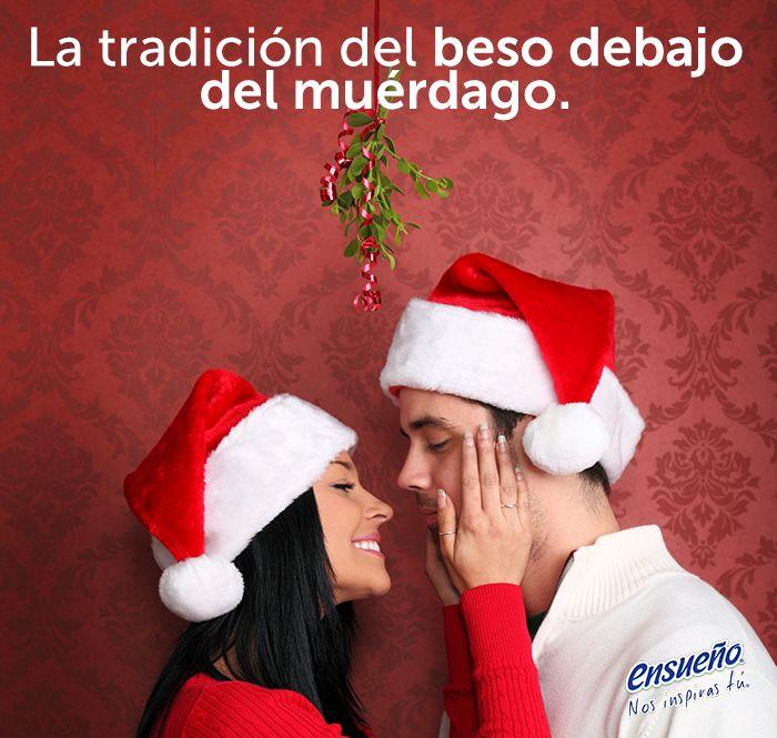 ¿Te han besado debajo de un muérdago? Descubre de dónde sale esta costumbre navideña y su significado. #Ensueño, #navidad, #Muérdago, #beso, #amor, #leyenda