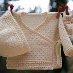 Layette ensemble mérinos naissance-1 mois neuf tricoté main brassière croisée bonnet et chaussons