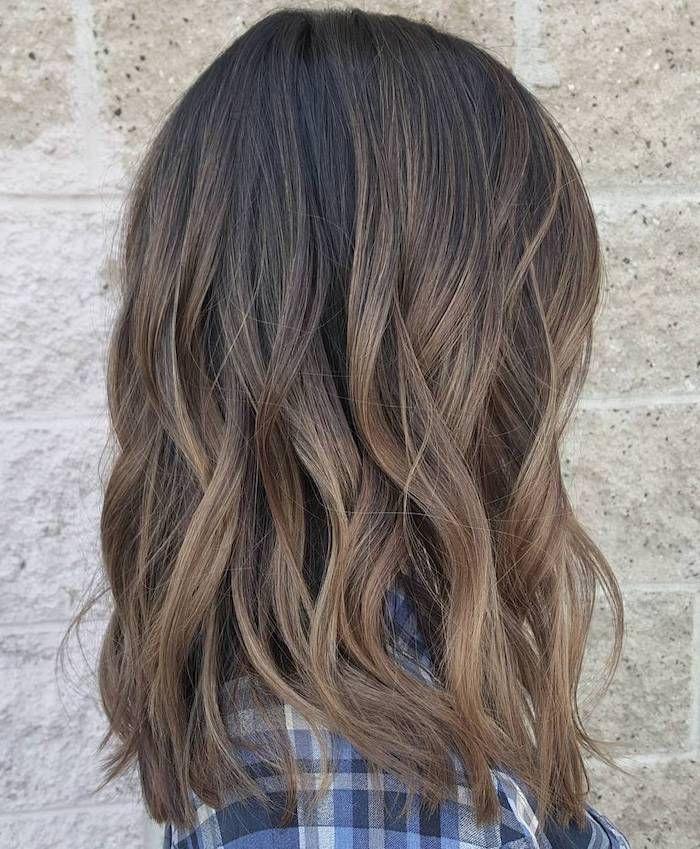 tonos de cabello, color de cabello natural, cabello castaño con puntas de color marrón claro, cabello rizado cabello corto