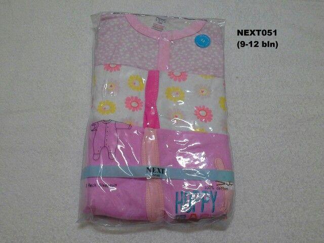 #Sleepsuit Next (NEXT051) ~ 130ribu ~ Ukuran : 12M. Untuk umur : 9-12 bln. Panjang badan bayi 74-80cm (9.5-11kg) ~ Sleepsuit Next ini terdiri dari 3 baju dalam 1 paketnya (Lengan panjang & celana panjang tutup kaki yang menyatu)
