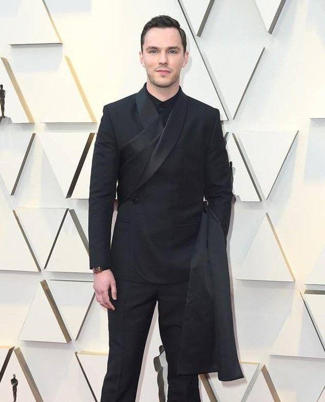 "5c19c6f317 Dior Official on Instagram: ""A man of taste, actor @NicholasHoult ..."