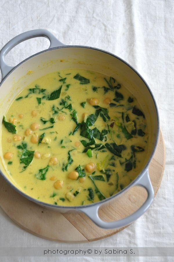 Due bionde in cucina: Zuppa vegana di ceci con spinaci e latte di cocco