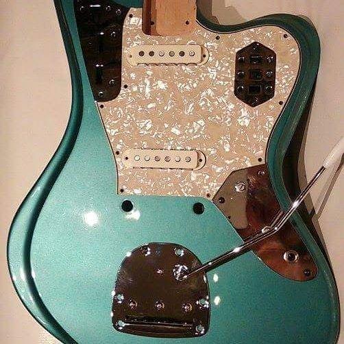 www.bouwerguitars.com almost ready 🎸 #lutnik #luthier #guitarmaker #guitarbuilding #guitarbuilder #guitar #gitara #gitarre #gitaraelektryczna #electricguitar #gitarrenbauer #fender #jaguar #guitarist #oldschool #vintage #szczecin #zachodniopomorskie #offmarina #muzyka #music #bouwerguitars #pickups #highgloss #wah #pickguard #custom #customshop #custommade