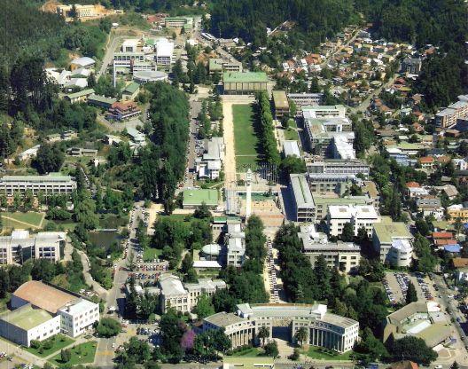Vista aérea del campus central de la Universidad de Concepción, Chile