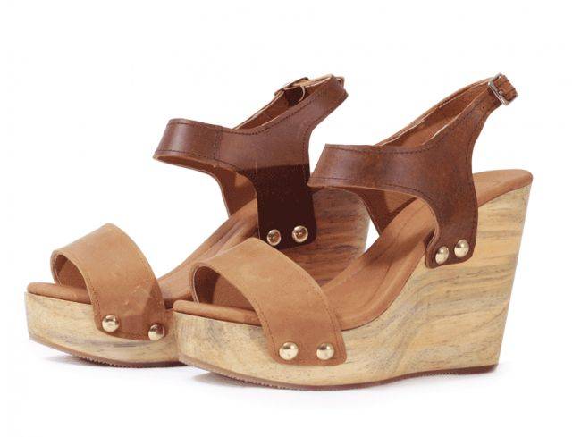 $64.99 Sandalias de cuero tachonada con plataforma de madera