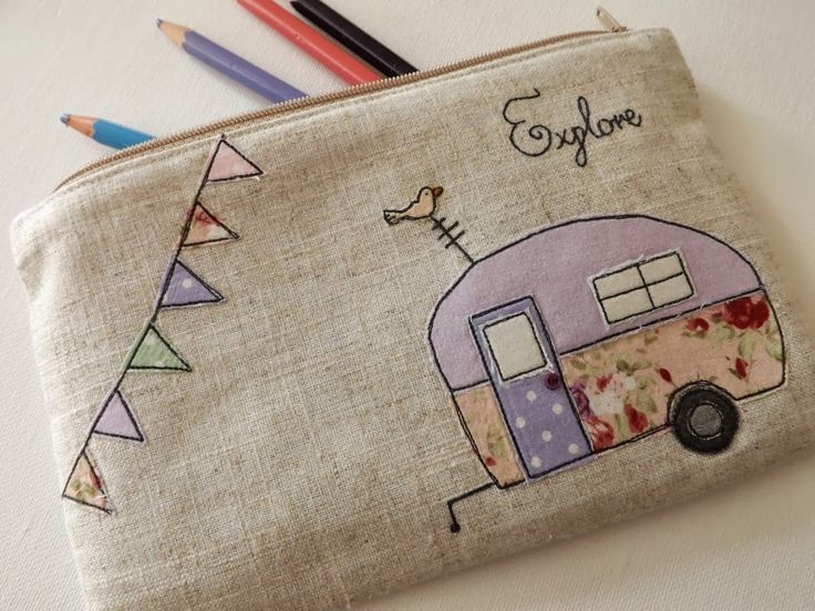SewforSoul: Applique zipper pouch with free motion embroidery. Cute vintage caravan and bunting.