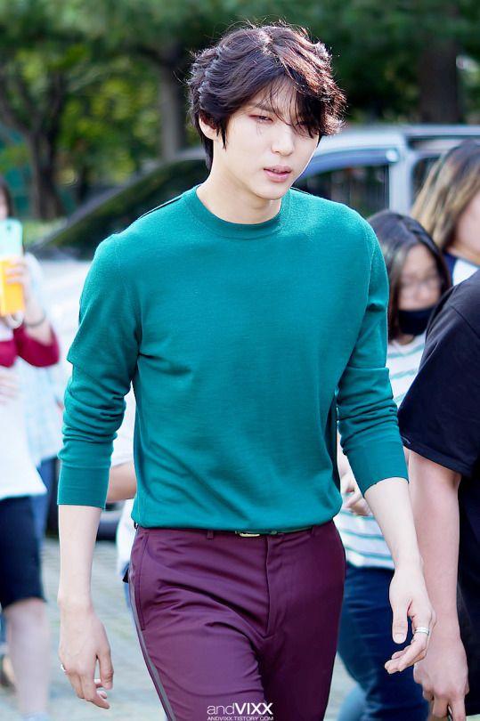 Look at his sass walk