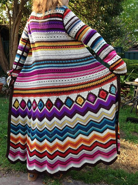 Ravelry: Project Gallery for Crochet cardi Missoni Inspiration pattern by Fashion Martina So in love with this jacket. Think I need to try and make it!