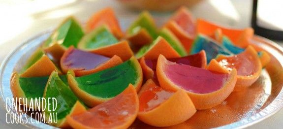 PARTY FOOD: Jelly oranges are bright and delicious, and can be made the day before the party. The kids will love them. #onehandedcooks