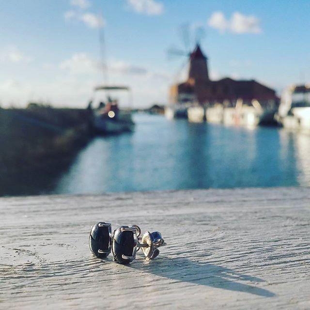 In visita alle Saline di Marsala. Orecchini Bubbles PoP.  #jewels #earrings #sicily #madeinitaly #orecchini #black #nero #jewelrydesign #sea #marsala #saline #gioielli #madewhitlove #istapic #accessories