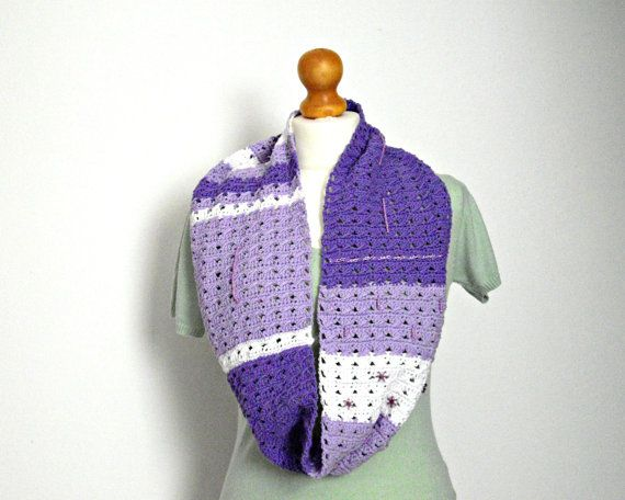 #crochet #loop #scarf for #spring in #white and #lavender  #coton #yarn with #pearls #handmade by #IlmondodiTabitha Look here for more details: https://www.etsy.com/it/listing/204802911/sciarpa-ad-anello-lilla-alluncinetto-con?ref=shop_home_active_16