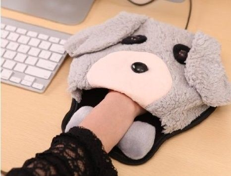 Amazon.com: 7 Weapons USB Warm Winter Mouse Pad with Wristguard (puppy): Computers & Accessories. This is amazing. One of the smartest things I have ever seen