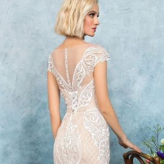 ��Вирджиния ��Свадебное платье отвечает главным модным тенденциям 2017 года. ⚡️Облегающая юбка в пол с высоким разрезом — неотъемлемый атрибут летних коллекций всех мировых дизайнеров.✨ Платье телесного цвета повторяет плавные изгибы тела. ⚜️⚜️Узорное кружево моделирует силуэт, зрительно сужая талию и привлекая внимание к зоне декольте.�� ��Кружева, напоминающие бретели, переходят на спинку, создавая удивительный симметричный рисунок. Правильная симметрия и удлинённый шлейф создают…