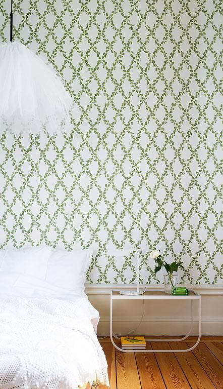 """Paper wallpaper """"Annika"""" Sandberg oak leaves and acorns in a graphically-decorative diamond pattern. Tradition and modernity united"""