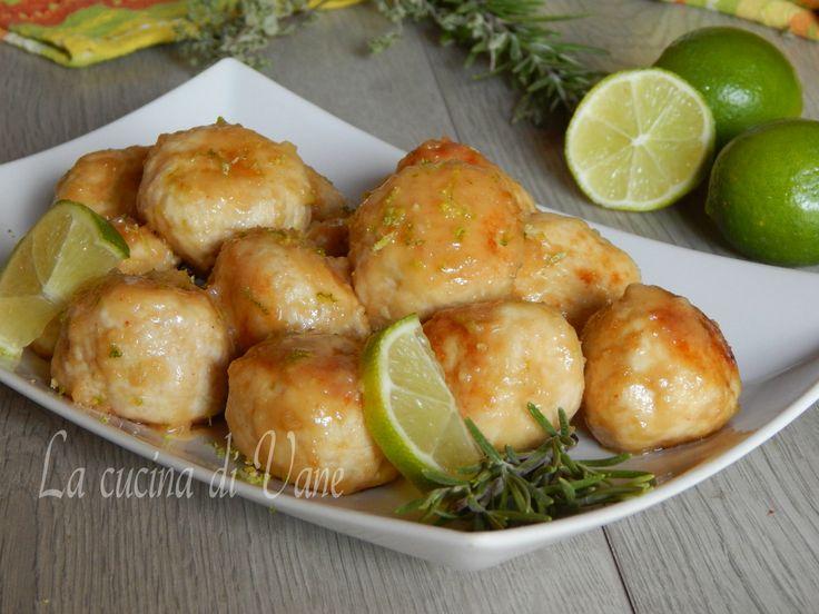 Polpettine di pollo al lime ,ricetta gustosa per polpette di carne bianca con succo e buccia di lime, idea semplice e gustosa da portare a tavola