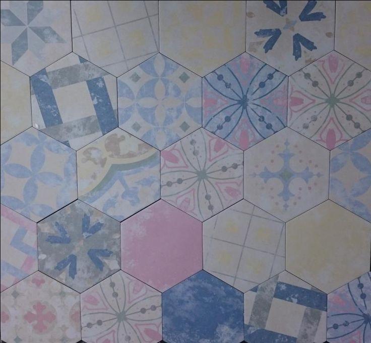 Плитка Heritage Codicer испанская коллекция матового шестиугольного керамогранита с различными узорами.