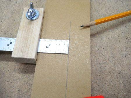 Pour fabriquer cet outil je n'ai besoin que d'une petite chute de bois dur. To manufacture this tool I only need a small hardwood scrap. J'utilise la perceuse à colonne pour perce…