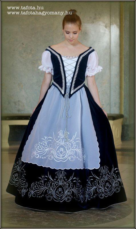 Díszmagyar viselet. This is a Hungarian classical dress.