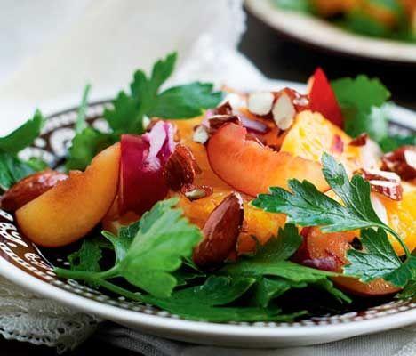Salat med blommer og chilimandler