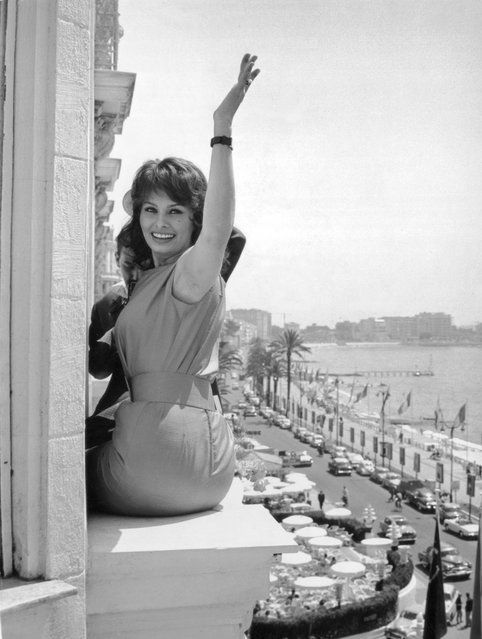 "Italian film star Sophia Loren poses on the window ledge of her hotel in Cannes, where she is promoting the Italian film ""Nella Citta L'Inferno"" (aka ""Caged"") by Renato Castellani, 14th May 1959. (Photo by Keystone/Hulton Archive)"