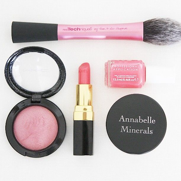 Makeup of the day  #motd #essentials #mac #maccosmetics #chanel #annabelleminerals #essie #realtechniques #pink #BCAstrength #inesrozowawstazka #beautyblog #beautybloger