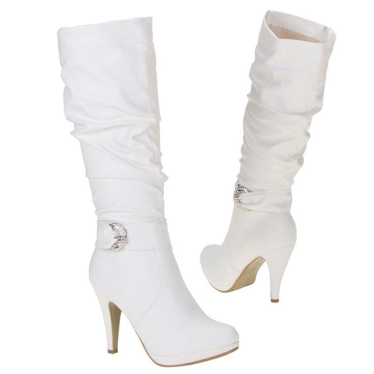 Laarzen zijn tijdloos en kunnen bij elke outfit. Je kunt laarzen mooi dragen bij een spijkerbroek, maar ze kunnen ook leuk staan bij een jurkje of rokje. Wanneer je een laars draagt bij een jurkje of rokje is het het mooiste als de laars goed aansluit op je benen en niet open staat...http://www.emeralbeautylife.nl/index.php?route=product/product&product_id=747