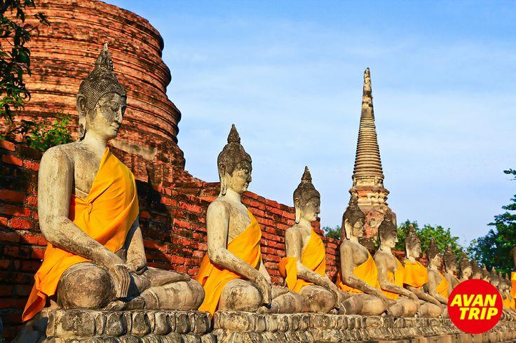 La India es un lugar rico en historia, cultura religión y diversidad, reconocida como la Tierra de los Templos. ¡Descubrir el hinduismo es una experiencia única!  Vispassana, que significa ver las cosas tal como son en realidad, es una de las técnicas más antiguas de la meditación en la India. Se enseñaba hace más de 2.500 años como un remedio universal, como un arte.